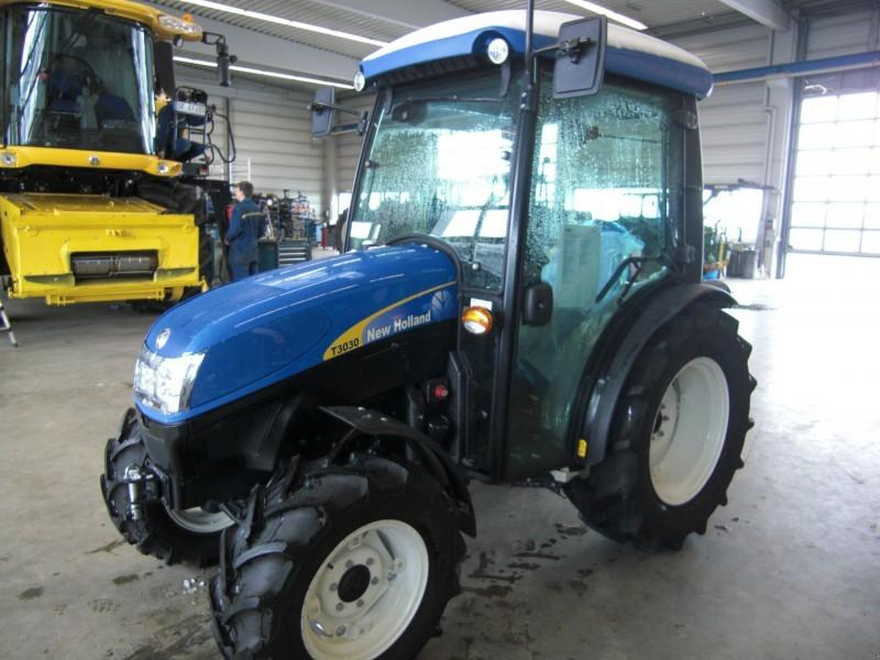 New Holland T 3030 Allrad Traktor  **NEU**