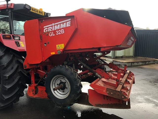 Grimme GL 32B POTATO PLANTER (2001)