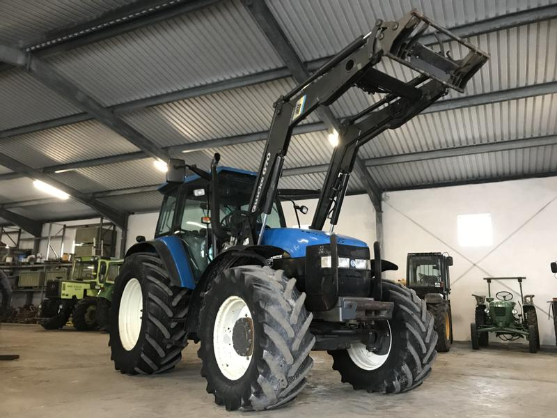 New Holland TM 150 mit Frontlader