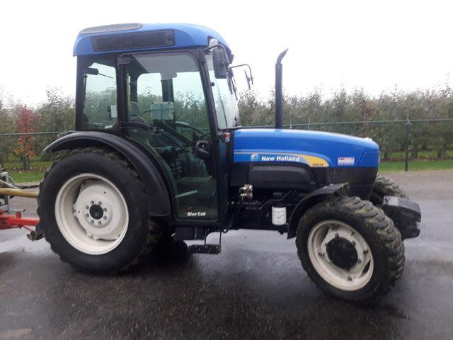 New Holland TNF 85 smalspoor tractor